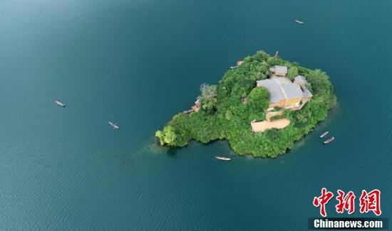 八月的泸沽湖景色迷人_看醉游人