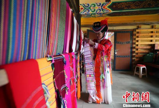 摩梭服饰:穿在身上的摩梭文化