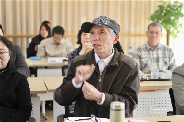 旅美作家冰凌上海交大演讲幽默文学创作